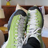 Hotelzimmer mit Schuhen