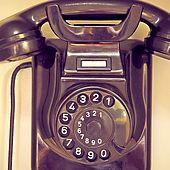 Telefon hängt an der Wand