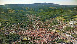 Blick über die Stadt Wernigerode zum Brocken
