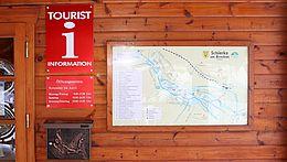 Eingangsbereich der Tourist-Information Schierke mit Ortsplan